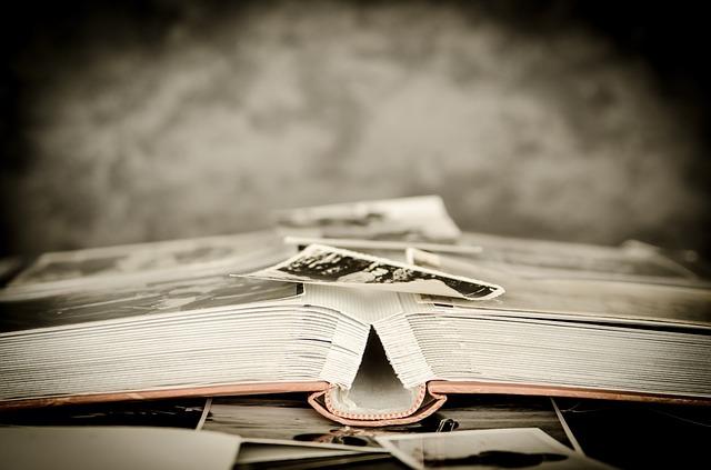 """""""O passado não reconhece o seu lugar: está sempre presente..."""" (Mário Quintana)"""