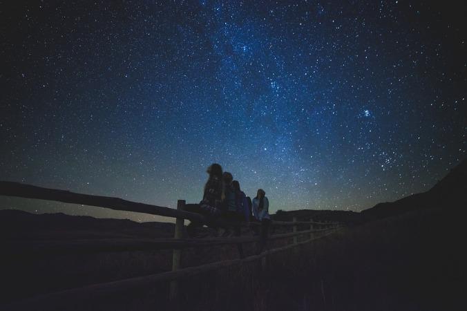 """""""É necessário ter o caos cá dentro para gerar uma estrela."""" Friedrich Nietzsche"""